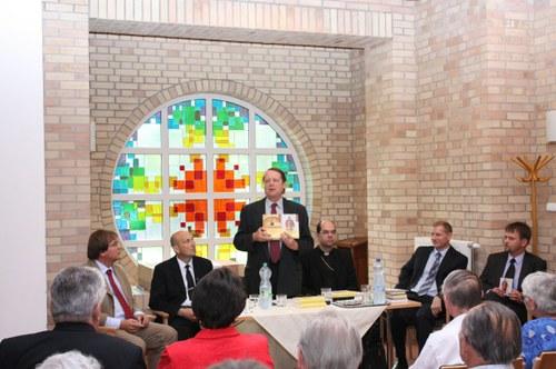 Gáncs Péter püspök mutatta be a könyvet