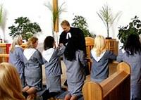 Börtönből érkeztek templomba Dunaújvárosban