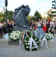 Evangélikus Hírszolgálat: Leleplezték Sztehlo Gábor evangélikus lelkész szobrát születésének 100. évfordulóján