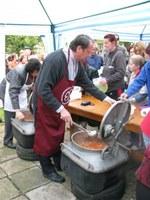 Pitvaroson 800 adag meleg ebédet osztott szét egyházunk Diakóniai Szolgálata – Sok képpel!