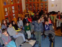 Ruhát vittek a pilisi gyermekotthon lakóinak a KÖSZI szervezésében