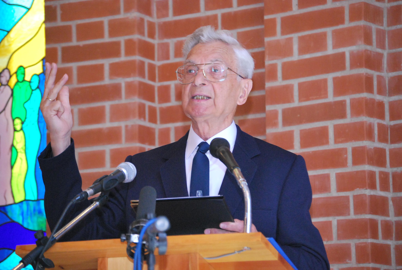 D. Keveházi László Sztehlora emlékező könyvét mutatta be a konferencián