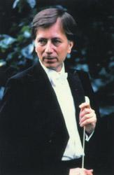 Segélykoncertet ad a világhírű Vásáry Tamás karmester – A Magyar Ökumenikus Segélyszervezetnek gyűjtenek adományt
