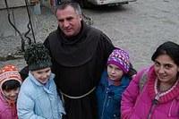 """""""Mondjatok áldást!"""" – kiáll XVI. Benedek mellett Böjte Csaba"""