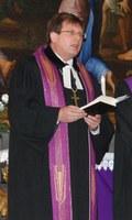 Evangélikus püspök tart börtönben húsvéti istentiszteletet