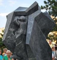 Felavatták Sztehlo Gábor lelkész szobrát