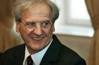 Holokauszttagadás: Sólyom László aláírta a törvényt
