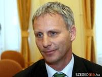 Soltész Miklós: Felülvizsgáljuk a támogatások és segélyek rendszerét