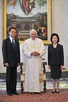 A japán kormányfőt fogadta a pápa