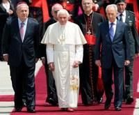 A pápa beszédet mondott a tel-avivi reptéren