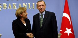 Angela Merkel törökországi látogatásakor ellátogat egy evangélikus gyülekezetbe is