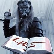 Biblia-tépésért áll bíróság elé a Behemoth frontembere