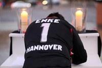 Enkét gyászolja Németország – Margot Käßmann tartott gyászistentiszteletet a focistáért