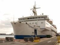 Kalózok elől kell kitérnie a kórházhajónak