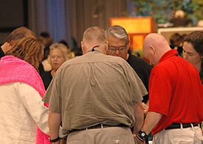 Meleg evangélikus lelkészek szolgálhatnak Amerikában