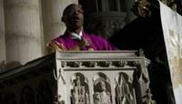Milliókért, luxuslakásból hirdeti az igét egy amerikai pap