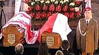 Eltemették a lengyel elnöki párt – Katolikus bíboros celebrálta a gyászszertartást