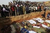 Óriási mészárlás Nigériában – Hétfőn temették el a lemészárolt keresztényeket