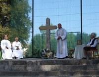 Keresztet állítottak a felrobbantott templom helyén