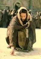 Mit írt Jézus a homokba?